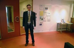 Bräckes kommundirektör Bengt Flykt i den ombyggda receptionen i Bräckes kommunhus.