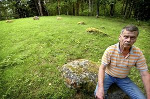 Initiativtagare. Ulf Folkesson tog initiativet till att börja röja runt den gamla domarringen som är en del av området som ska bli naturreservat.