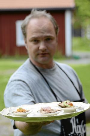 Smakprover på olika produkter från olika delar av Sverige, allt ifrån jakten på Sveriges bästa landskapsmat.