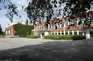 Rotskärsskolan har vuxit ur lokalerna och nu måste ansvariga på kommunen hitta fler utrymmen.