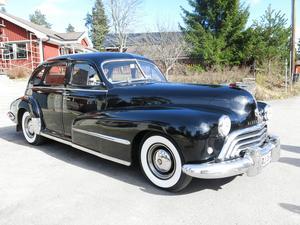 En riktig veteranbil, Oldsmobil -48. Det var i en sådan bil de fyra träffades för första gången.