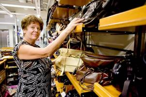"""Tvingas stänga. """"Jag tror inte vi passar in"""", säger väskförsäljaren Anita Grönlund om varför hon tror hyresvärden                     kommit med de höga hyreskraven som blev slutet för hennes butik."""