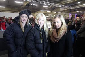 Tre tjejer som främst besökte mässan för att kolla in vilka kläder som gäller i höst. Från vänster: Lone Larsson, Tilde Tönners Eriksson och Ellen Bengtsson.