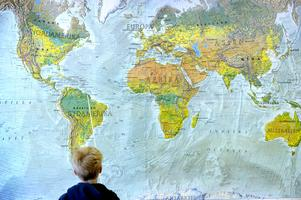 Skribenten anser att dagens skolelever har bristande kunskaper i geografi.