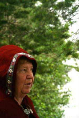 Hjördis Holmgren har varit med sedan första året. Då vandrade hon tillsammans med de andra men nu kör hon maten och packningen med bilen.