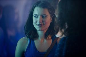 Mylaine Hedreul spelar Mia, en vanlig tjej som jobbar som personlig assistent och i jobbet träffar Sebastian, hennes motsats i allt, på ytan i alla fall.