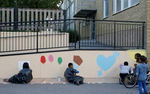 Barnen har tagit fram skisserna till motiven själva.