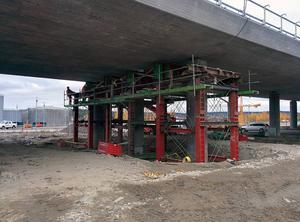 Reparationen av brolagret är i full gång.