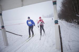 Oliver och Fredrik Wengelin korsar mållinjen nästan exakt samtidigt.