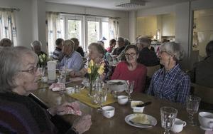 Luncherna brukar vara välbesökta. Som mest har man varit 52 personer.