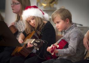 Musikverkstans unga elever underhöll i kyrkan.