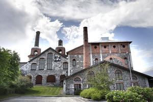 Hit transporterades kolet från Redsjö. 1688 startade järntillverkningen Iggesunds bruk.
