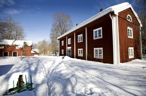 Pershyttans unika miljö, där bergsmansgården Erik Andersgården ingår, är numera k-märkt. Denna gård har anor från 1700-talet men är flyttad till sitt nuvarande läge 1826.