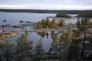 Utsikten från Rödberget på Tjuvön är väldigt vacker.