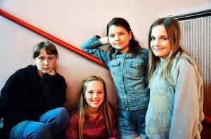 Ebba Berggren, Fanny Rejdemark, Alexandra Yourstone och Emmy Norgren Johansson från Borns Friskola var stolta och glada när deras film hade visats på bion i Folkets hus.