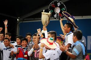 Intercups firar med pokalen