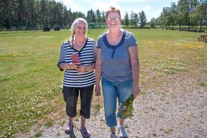 Tuula Koskela och Annelie Mattsson bor i Sörstafors och hade gärna sett att fotbollsplanen fått vara kvar.