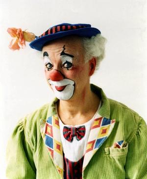 Folkkär figur. Clownen Manne arbetar i en gammal underhållningstradition som fortfarande håller måttet. – Det roligaste med mina föreställningar som clownen Manne är mötet med publiken, säger Manne af Klintberg som uppträtt som clownen Manne i över 30 år. Foto:Pressbild