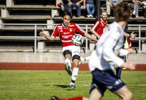 Innermittfältaren Sebastian Lundbäck var aktiv och jobbade starkt hela matchen. Trots sin ringa ålder (18) var han den som satte bäst tempo i matchen. Både med löpningar med och utan boll.   Arkivbild: Martin Nilsson