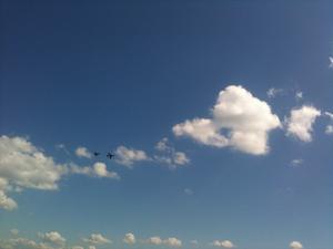 Hässlögymnasiet hade som vanligt årets häftigaste skolavslutning, flygvapnet hedrade avgångseleverna med en uppvisning av en rote bestående av J32 Lansen och JAS 39 Gripen. Efter rotens uppvisning så genomförde JAS 39 Gripen ett 4 minuters enskilt uppvisningspass med både lågfartsprogramm och en härlig högfartspassage som avslutades med 3 rollar och en stigning rakt upp i skyn.