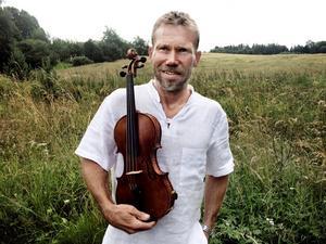 Örebroaren Olof Ericsson, till vardags musiker i Svenska kammarorkestern, har fått Zorns silvermärke efter att ha spelat upp inför juryn i Korrö, Småland. Han kan nu titulera sig riksspelman.