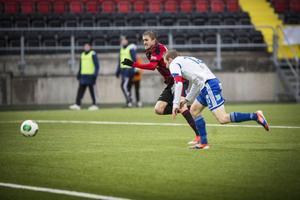 Rasmus Lindkvist stormar fram.