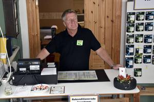 Kalle Aronsson blev utan arbete, men trots en krånglig väg har han fått stöttning till att starta eget.