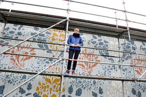 Helena Bratt när hon för tre år sedan arbetade med den första schablonladan.
