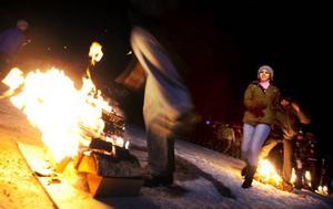 Ett moment i den persiska eldfesten handlar om att hoppa  över ett antal eldbål och önska sig ett ljust och kärleksfullt kommande år.