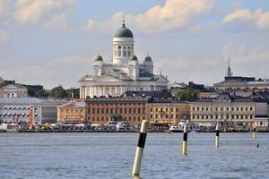 Helsingfors domkyrka, byggd i nyklassicistisk stil, syns över hela staden.