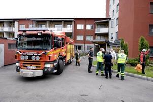 En man brännskadades vid branden i hyreshuset på Öster i Gävle.