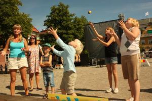 Det var många som försökte sig på jonglering.