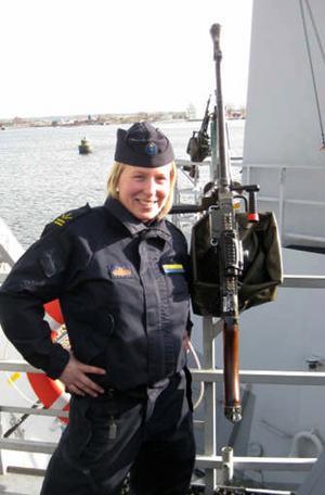 Emmelie Olsson på HMS Stockholms signalbrygga, där hon ska tjänstgöra.