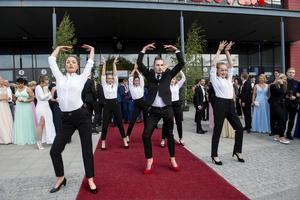 Martina Hanell, My Ehlin, Klara Strömberg, Ragnar Westberg Martinez, Anna Alavaara och Emma Edström bjöd på en dansshow under studentbalen i Örnsköldsvik.