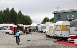 Husvagnslägret i hamnen ska  flyttas - om  tre veckor.