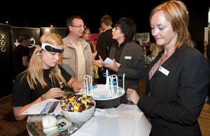 Jobbshop. Isabelle Storgård besökte rekryteringsmässan i hopp om att få en praktikplats under sin skolgång.