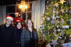 Anton Ågren, casinohost, Inger Nordqvist, kasinochef, och Christina Eriksson, restaurangchef, på Casino Cosmopol i Sundsvall håller öppet jämt, även på jul- och nyårsafton.