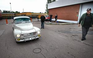 Manöverprovet vid OKQ8 i Smedjebacken var det inte många som klarade. Det gällde att stanna bilen så att lodet på kofångaren pekade innanför ringen på marken, något som... Foto:Gunne Ramberg