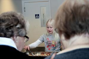 Ellen Jansson var en av alla besökare på kyrkornas gemensamma lunch, som avslutade den ekumeniska böneveckan. BILD: JESSICA UHLIN