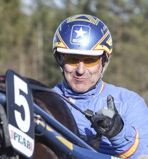 Hagmyrentränaren Jan-Olov Persson kan vara nöjd med Smedsbo Faksens 2015.