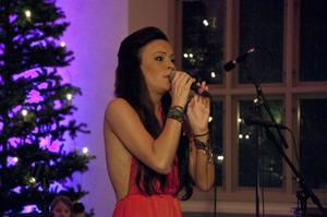 Sara Varga vid sin julkonsert i Sollefteå kyrka.