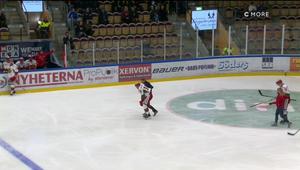 Patrik Eklund fick ledas av isen med en befarad handskada.