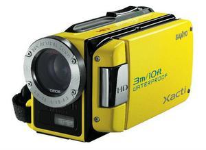Med den kameran går det att dyka till tre meters djup. Sanyo är först i världen med en riktigt cool funktion för att vara en hd-videokamera: Den här kan man nämligen dyka med till tre meters djup. Sanyo har en mindre variant också, DMX-CA9 med pistolgrepp, som tål 1,5 meter. I övrigt sticker inte prestanda ut, men eftersom ingen annan kamera tål samma vattendjup spelar det kanske mindre roll. Prisintervall: 4 995-5 090 kronor.