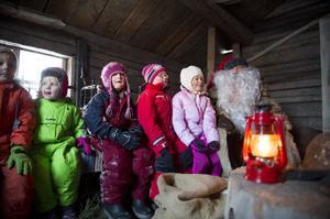 I smedjan kunde barnen träffa tomten som delade ut julklappar.
