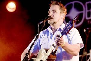 spelar med egen ton – och har humor. Jack Vreeswijk framträdde på Marinfestivalen i går kväll.