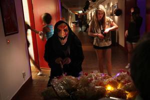 Ett 50-tal mellanstadieelever dök upp på Halloweenfesten som anordnades av UF-företaget Dala Event.