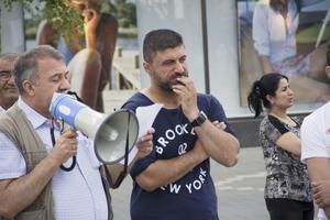 Kurdiska föreningen protesterar mot det våld som IS utsätter civila kurder i Syrien och Irak.