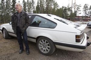 Gunnar Persson  kör mest Opel. Här med sin vinterbil, en Opel Monza - 84. Hemmavid står en Commodore från 1977 och väntar på nästa sommar.