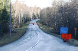 Det är stopp för biltrafik på Lövuddsvägen.