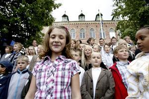 ALLA SJÖNG. Hela Söderskolan tog farväl av sin skola med sång igår.